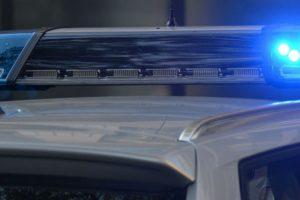 Rendőrök vitték a kórházba a fuldokló csecsemőt